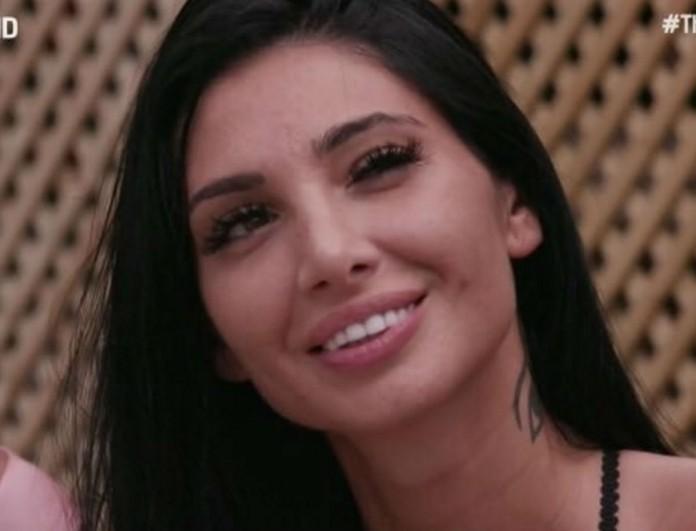Μελαχρινή και με πλούσιο μπούστο η αδερφή της Σίας! Αν έμπαινε στο Bachelor θα ήταν η νικήτρια