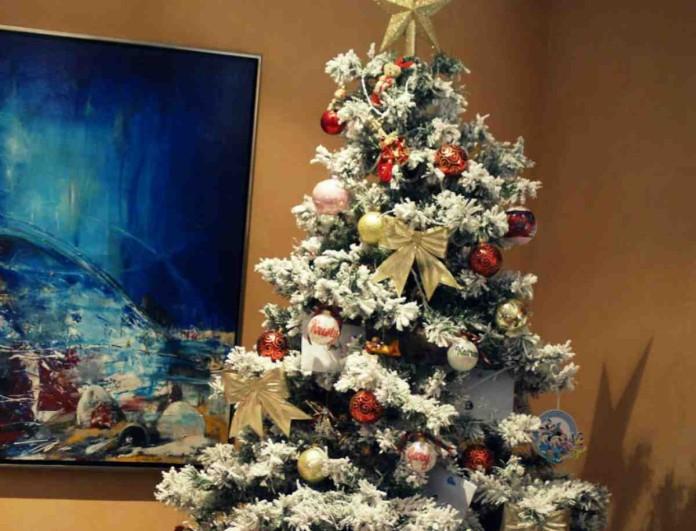 Στολίστε το Χριστουγεννιάτικο δέντρο με μαγειρική σόδα - Το μείγμα που θα το κάνει πιο πλούσιο