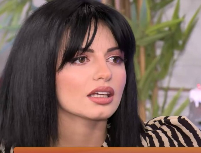 Η Αντζελίνα «καρφώνει» παίκτρια του The Bachelor - «Προσποιείται...»