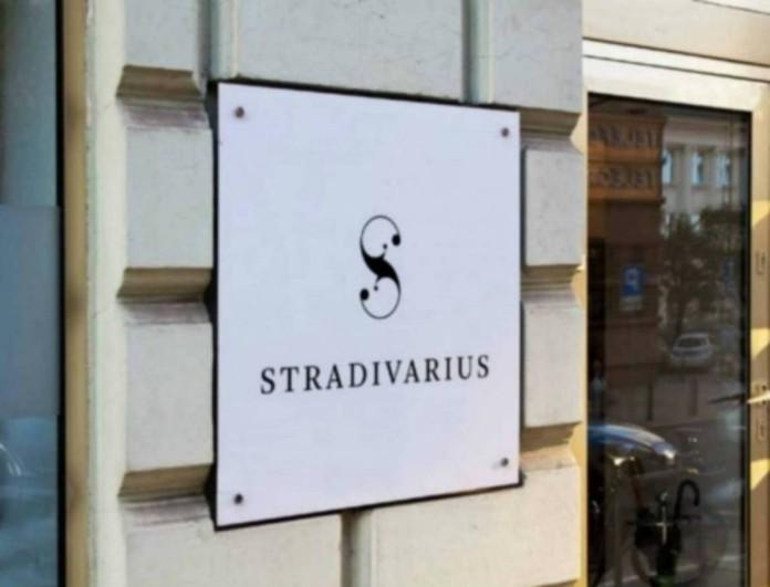 Πήρε «φωτιά» το Stradivarius με αυτό το φόρεμα - Είναι λαμπερό και γεμάτο παγιέτες