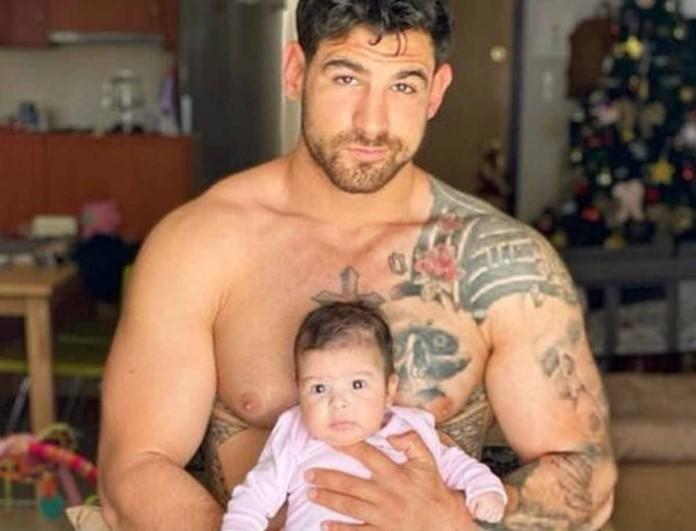 Ετεοκλής Παύλου: Φωτογραφίζει την κόρη του με το πρόσθετο μέλος και στέλνει το πιο δυνατό μήνυμα