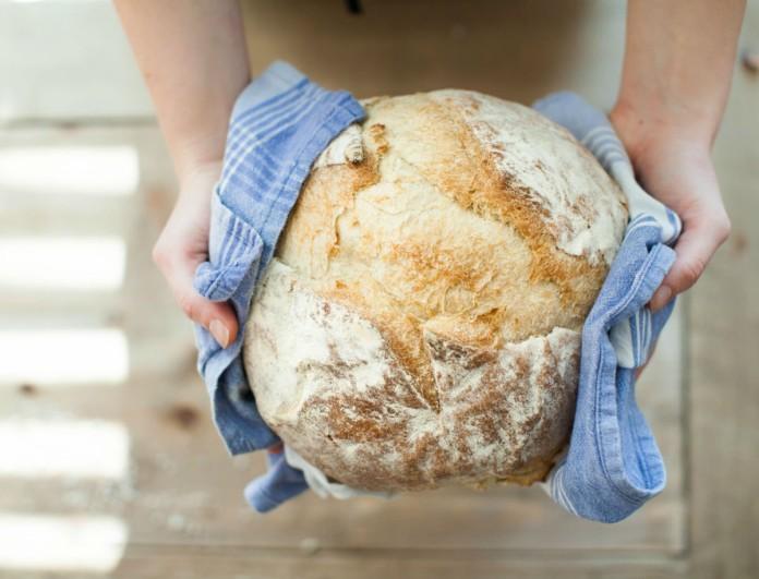 Εύκολο χωριάτικο ψωμί με 5 - μόνο - υλικά