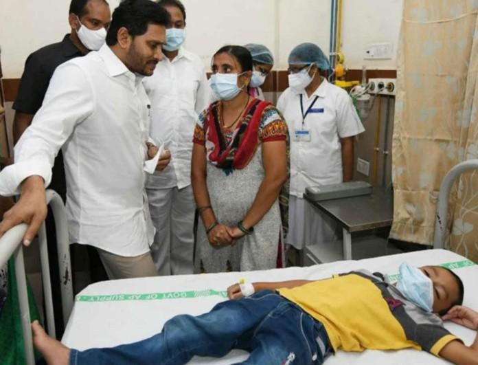 Άγνωστη ασθένεια «χτύπησε» την Ινδία - 1 νεκρός και 200 νοσηλευόμενοι