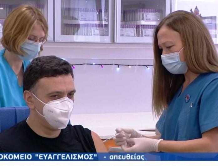 Κορωνοϊός: Εμβολιάστηκε ο Βασίλης Κικίλιας