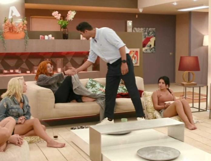 The Bachelor: «Έμειναν» τα κορίτσια - Μπήκε ξαφνικά στη βίλα ο Παναγιώτης Βασιλάκος