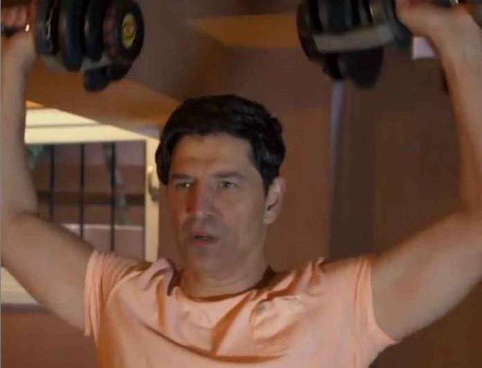Η Ζυγούλη τραβάει βίντεο τον Ρουβά να κάνει γυμναστική στο σαλόνι και το διαδίκτυο «λιώνει»