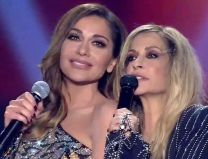 J2US: Τι έκανε η Δέσποινα Βανδή όσο τραγουδούσε η Άννα Βίσση - Όλα όσα δεν έδειξαν οι κάμερες