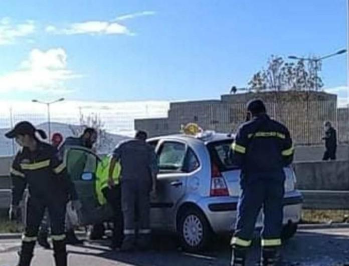 Αγρίνιο: Τροχαίο ατύχημα με ΙΧ με ασθενοφόρο - Δύο τραυματίες