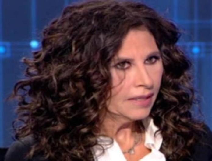 Συγκινημένη η Ελευθερία Αρβανιτάκη: «Έσβησα από την μνήμη μου τον πατέρα μου πριν πεθάνει! Θύμωσα...»