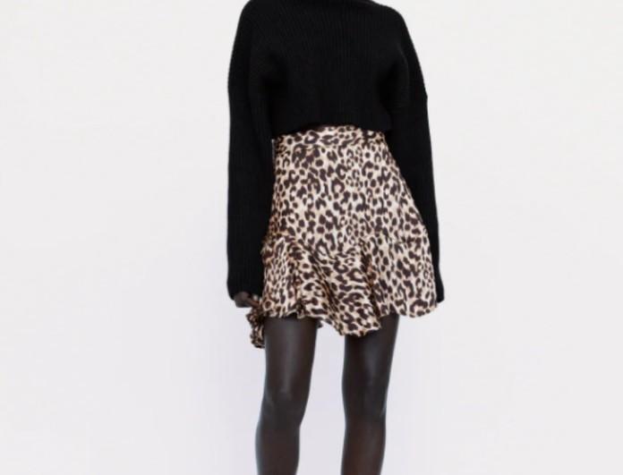 Παραλήρημα στα Zara: -70% αυτή η animal print φούστα