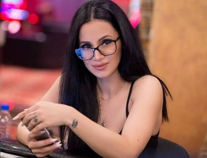 Αγνώριστη η Χριστίνα του Big Brother - Δείτε τη με ξανθά μαλλιά και μπούκλες
