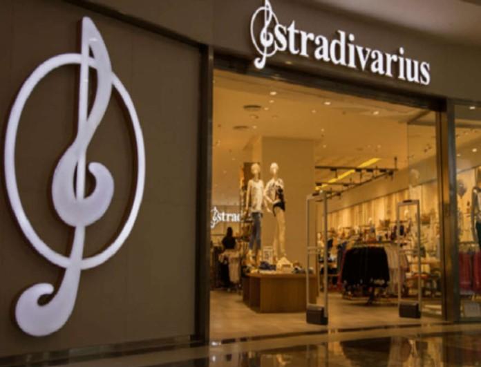 Η απόλυτη τάση της μόδας αυτό το φαρδύ τζιν παντελόνι από τα Stradivarius