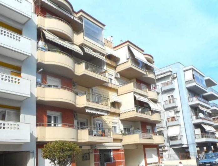 Θρίλερ στην Θεσσαλονίκη: Έπεσε από τον τρίτο όροφο γυναίκα - Κρίσιμη η κατάσταση της