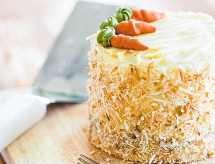 Πανεύκολο κέικ καρότου από την Αργυρώ Μπαρμπαρίγου