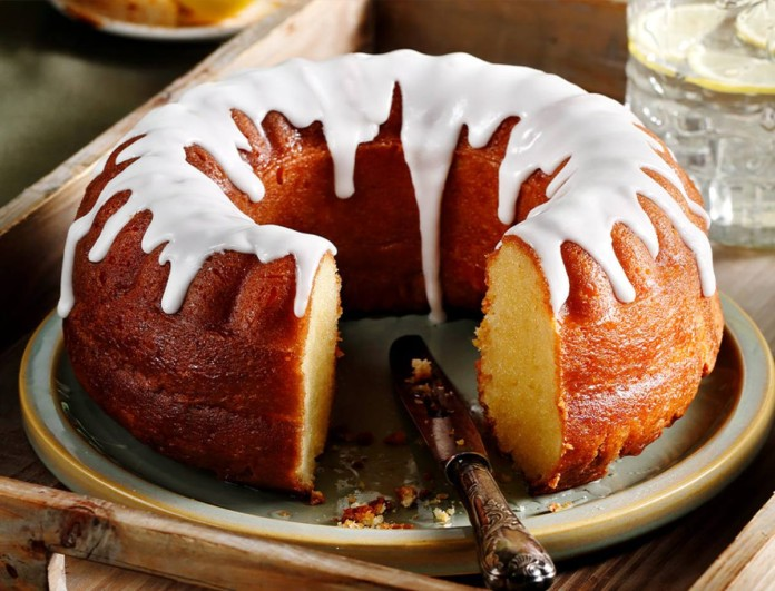 Το απόλυτο κέικ λεμόνι με σιρόπι από την Αργυρώ Μπαρμπαρίγου