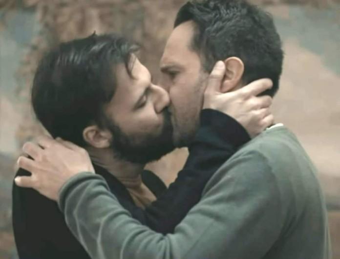 Μέμος Μπεγνής: Η σκηνή με τον συμπρωταγωνιστή του και το gay φιλί που προκάλεσε αντιδράσεις