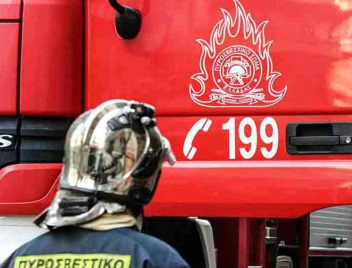 Φωτιά σε φανοποιείο στο Περιστέρι
