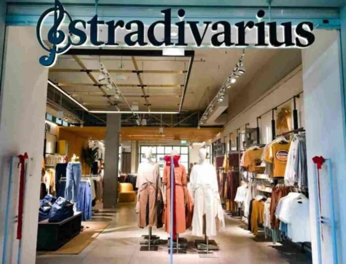 Το πιο fashion wide leg τζιν παντελόνι ήρθε στα Stradivarius