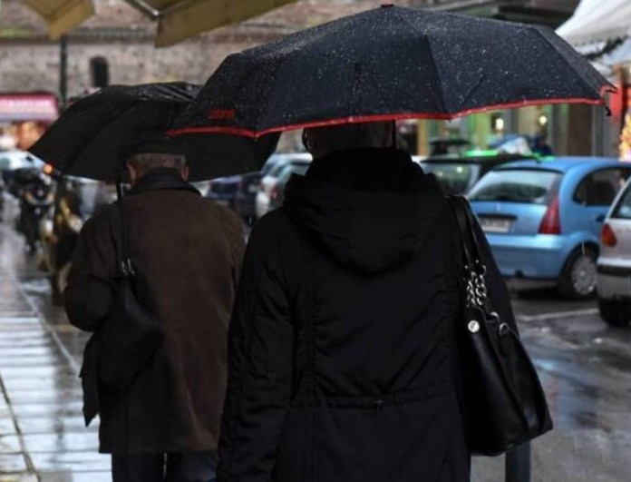 Καιρός 21/3: Στην μισή χώρα βροχές και καταιγίδες και στην άλλη μισή παροδικές νεφώσεις