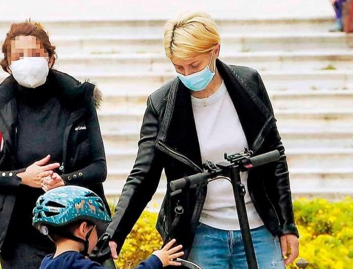 Σία Κοσιώνη - αποκλειστικές φωτογραφίες: Με τον γιο της για ποδηλατάδα στο Ζάππειο
