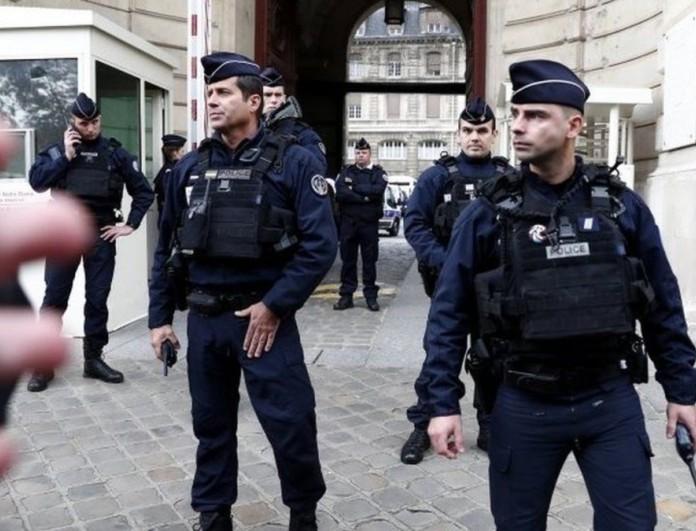 Γαλλία: Νεκρή γυναίκα αστυνομικός μετά από επίθεση με μαχαίρι