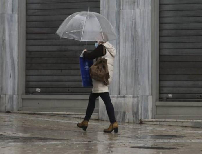 Καιρός 8/4: Επιστρέφουν οι βροχές και τα χιόνια