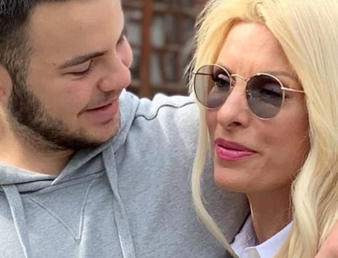 Ελένη Μενεγάκη: Βόλτα στην Κηφισιά με τον γιο της, Άγγελο Λάτσιο