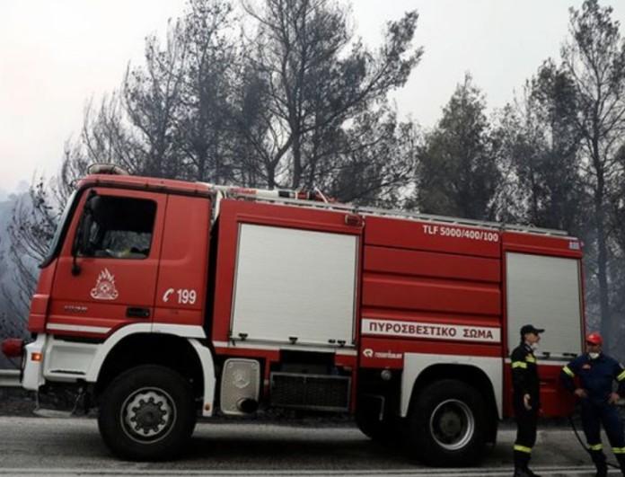 Φωτιά σε μονοκατοικία στην Πετρούπολη