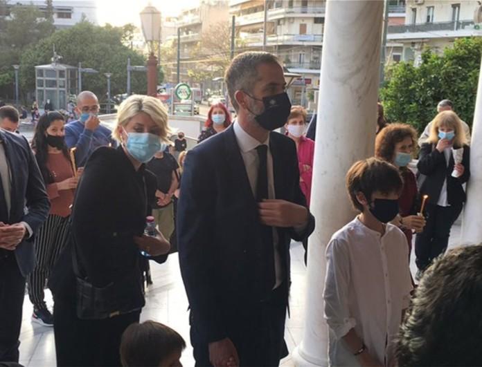 Κώστας Μπακογιάννης: Στον Άγιο Ιωάννη τον Κυνηγό με τη Σία Κοσιώνη και την οικογένειά του για τον Επιτάφιο