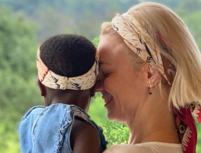 Χριστίνα Κοντοβά: Έφυγε ξανά για Ουγκάντα - Στο πλευρό της και η αδερφή της