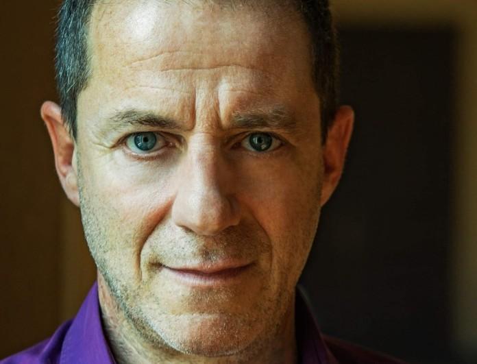 Ξεσπά γνωστός τραγουδιστής - «Με συγκρίνουν με τον προφυλακισμένο Δημήτρη Λιγνάδη»