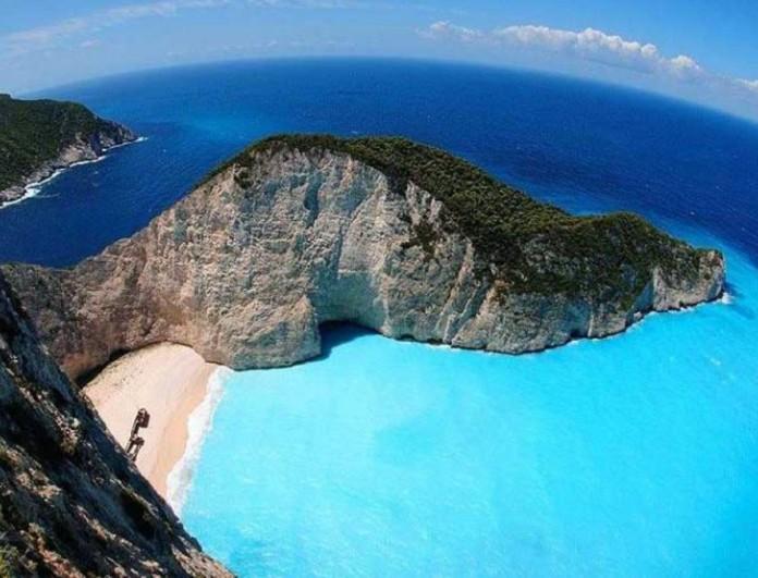 Γαλάζιες Σημαίες: Δεύτερη η Ελλάδα με 545 βραβευμένες ακτές