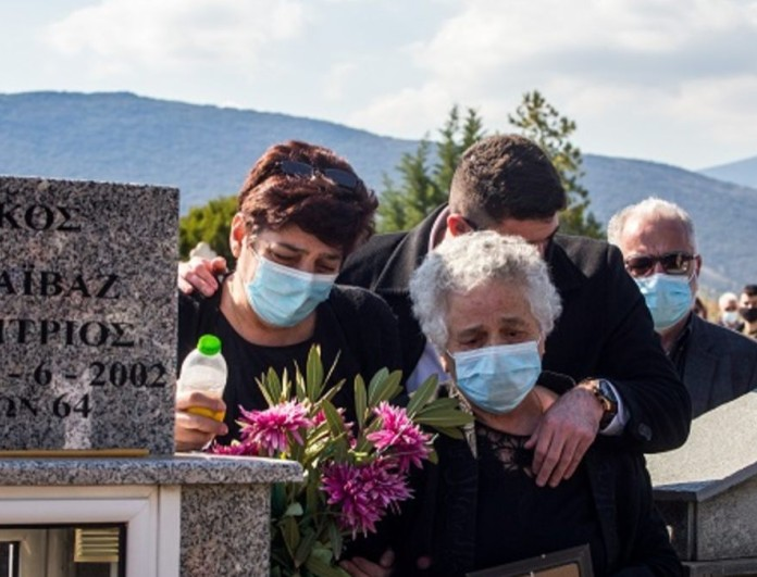 Γιώργος Καραϊβάζ: «Ράγισε καρδιές» το μήνυμα της αδερφής του για την ονομαστική του εορτή