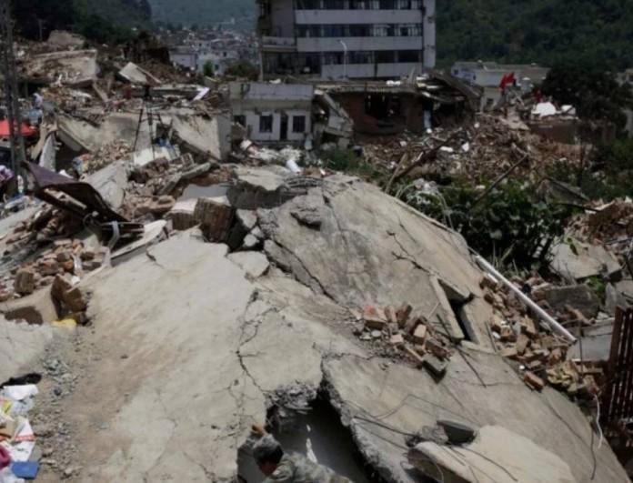 Τραγωδία στην Κίνα: Δύο σεισμοί μεγέθους 7,3 και 6,1 Ρίχτερ