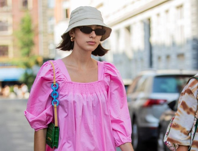 street style καλοκαιρινό φόρεμα με καπέλο