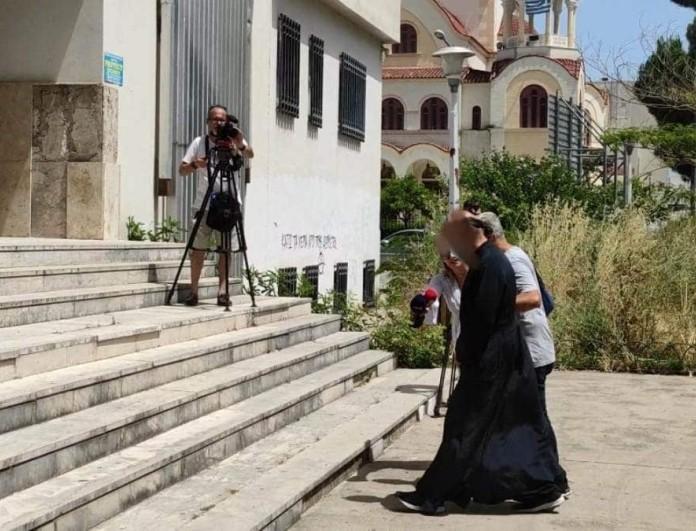 Αγρίνιο: Σε ηλικία 13 ετών βιάστηκε από τον ιερέα η 20χρονη - «Κατασκευασμένες οι καταγγελίες», λέει