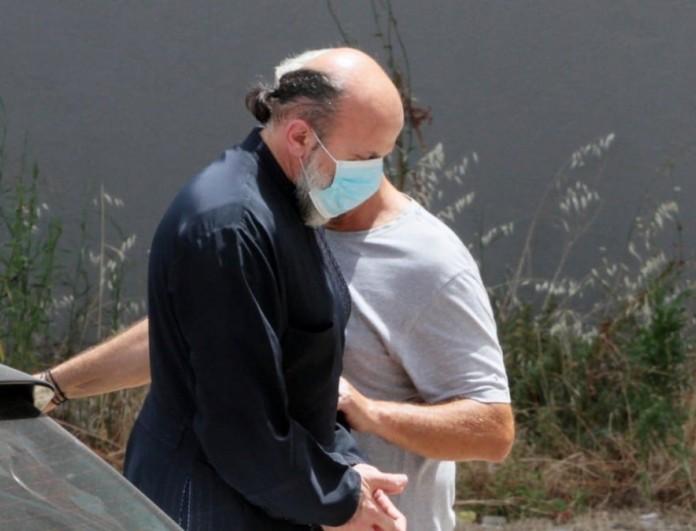 Αγρίνιο: 19χρονη βρέθηκε κρυμμένη σε ντουλάπα στο σπίτι του ιερέα