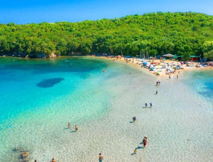 Καλοκαίρι 2021: Η ροζ παραλία της Ελλάδας που πρέπει να επισκεφθείτε