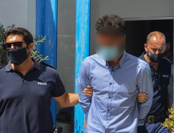 Φολέγανδρος: Έφτασε στον Πειραιά ο 30χρονος - Ξανά με σκυμμένο το κεφάλι