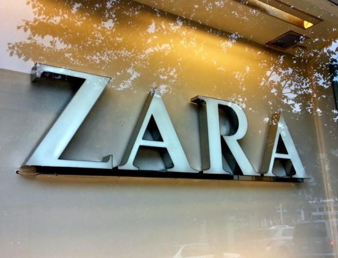 Ουρές στα Zara γι' αυτά τα μεταξωτά φορέματα από τη νέα συλλογή