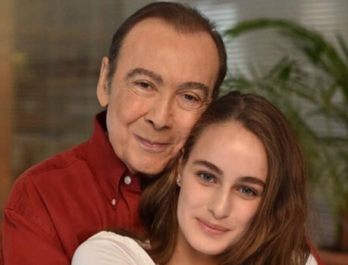 Κηδεία Βοσκόπουλου: Ο Αργύρης Παπαργυρόπουλος έφερε το δώρο που είχε αφήσει ο τραγουδιστής για την κόρη του