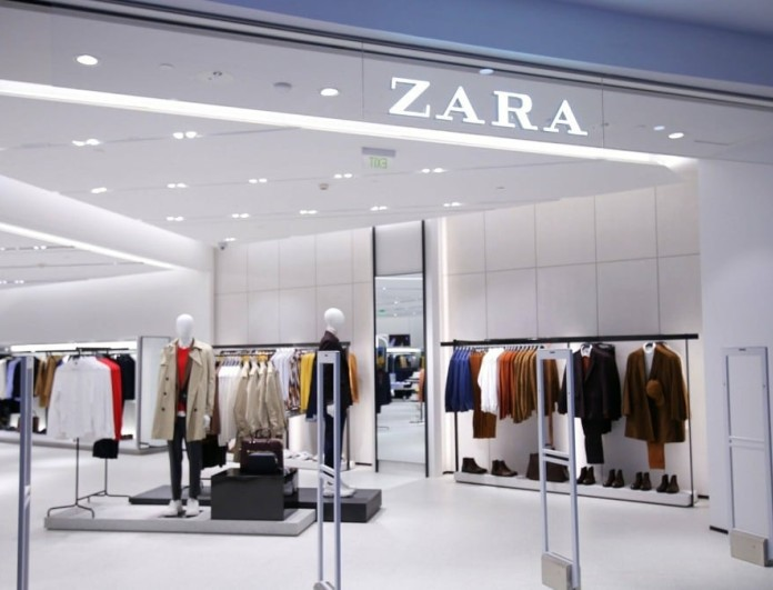 Με αυτό το γαλάζιο φόρεμα από τα Zara θα κάνεις πάταγο στα νησιά - Κάντο δικό σου μόνο με 10 ευρώ
