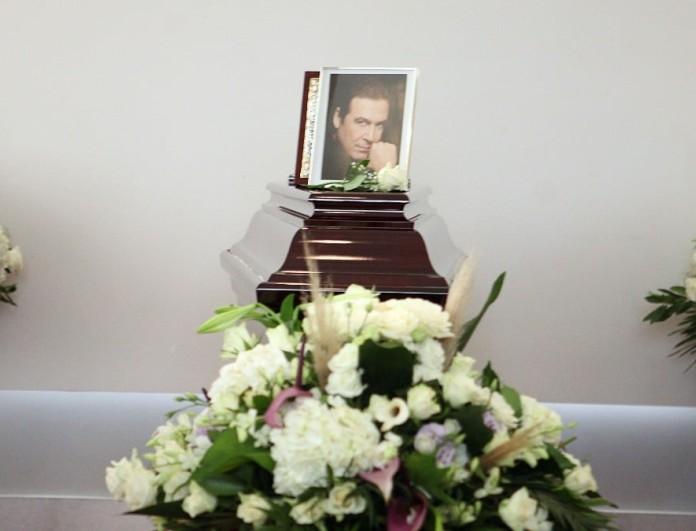 Συγκινεί το στεφάνι που έστειλε ο Κυριάκος Μητσοτάκης στην κηδεία του Τόλη Βοσκόπουλου