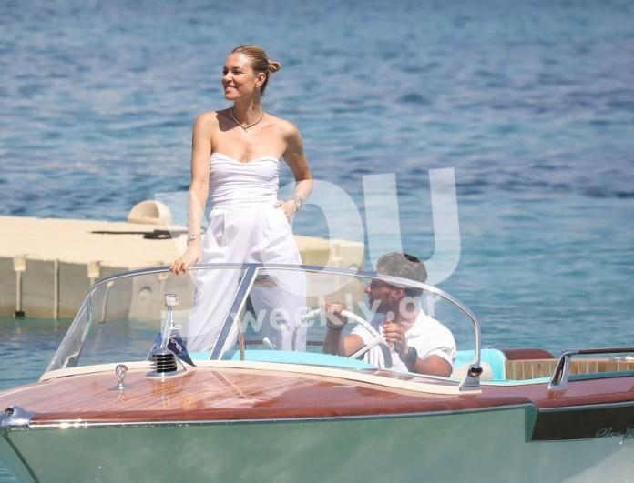 Με αέρα χολιγουντιανής σταρ στη Μύκονο η Βίκυ Καγιά - Αποκλειστικές φωτογραφίες πάνω στο σκάφος