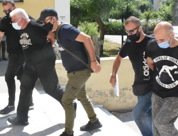 Ηλιούπολη: Προφυλακιστέοι ο αστυνομικός και ο πατέρας της 19χρονης - Συνελήφθη και τρίτο πρόσωπο
