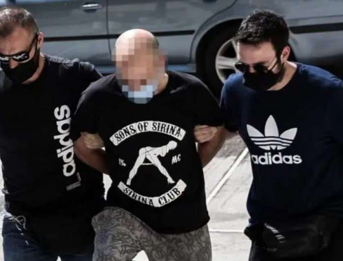 Ηλιούπολη: Προκλητικός στα social media ο αστυνομικός - Τα χυδαία βίντεο και οι φωτογραφίες με όπλα