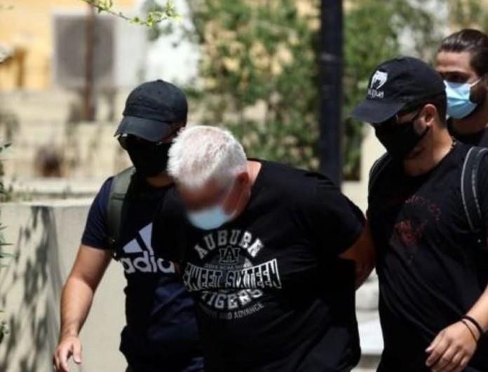 Ηλιούπολη: Αρνείται τις κατηγορίες ο πατέρας της 19χρονης - Τα ρίχνει στη σύζυγό του
