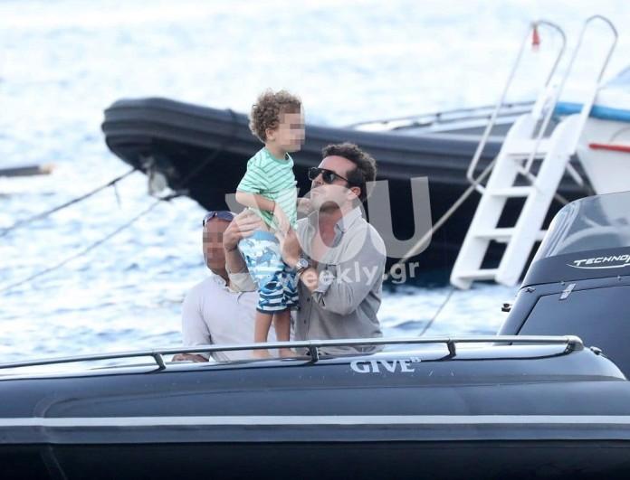 Κρασσάς - Καγιά με το σκάφος στη Μύκονο! Αποκλειστικές φωτογραφίες με τα παιδιά τους