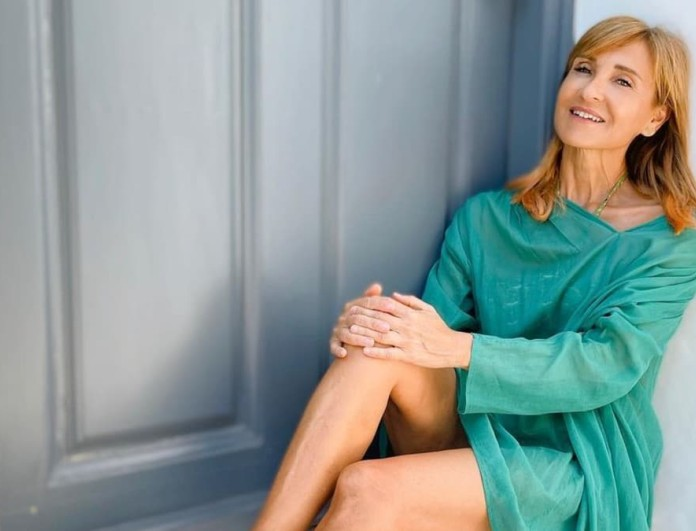 Γυναικάρα στα 56 της η Μάρα Ζαχαρέα - Με μπικίνι στην άμμο