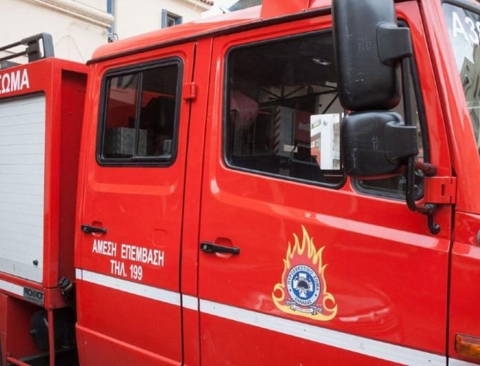 Φωτιά σε μονοκατοικία στο Χαλάνδρι - Ανασύρθηκε άνδρας χωρίς τις αισθήσεις του
